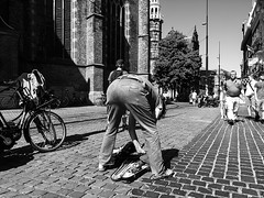 Butt Shot (Streetlife) (Mark Kerkhoff; Vagrant Photography) Tags: street bw monochrome photography blackwhite zwartwit candid streetphotography streetlife denhaag violin ricoh thehague straat buttshot ricohgrdigitalii