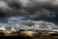 Saint Malo (Michel Couprie) Tags: light sky sun storm france clouds 35mm canon eos soleil brittany day lumire f14 dramatic bretagne stormy belltower 7d michel nuages fortifications ef saintmalo remparts clocher couprie 100commentgroup