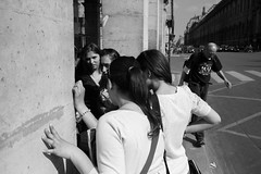Faces of Rue de Rivoli, Paris, #6 (fabiolug) Tags: street leica girls friends light people blackandwhite bw man paris france guy monochrome corner 35mm circle french blackwhite hands shadows hand arms arm candid group columns streetphotography sunny rangefinder summicron column monochrom talking biancoenero ruederivoli candidphotography leica35mm leicam 35mmsummicronasph leicasummicron summicron35mmf2asph 35mmf2summicronasph summicronm35mmf2asph mmonochrom leicammonochrom leicamonochrom facesofruederivoli
