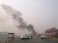 """10月28日中午12点05分,北京有人开车冲撞天安门金水桥护栏,车辆起火燃烧,事件震惊国际。北京的消息称,此事件背后是以江泽民为首的江派残余势力的反扑,与此前""""习近平打的""""事件一样,是对习的公开的恐吓。 ....天安门案定为""""东突恐怖袭击"""" 江泽民早料到"""