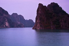 Sunrise in a sheltered bay (doveoggi) Tags: sunrise bay vietnam halong halongbay 0598