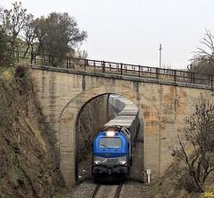 En un lugar abandonado... (Trenes2000) Tags: tren trenes puente salamanca privadas 335 papelero tejares comsa pitadas 335001 trenes2000