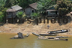 2. Perumahan Pinggir Sungai Lamandau (idurs' photo) Tags: lama rumah sungai pinggir lamandau penduduk kotawaringin