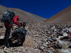 Pushing up to a 5650m pass on the eastern flanks of Pissis