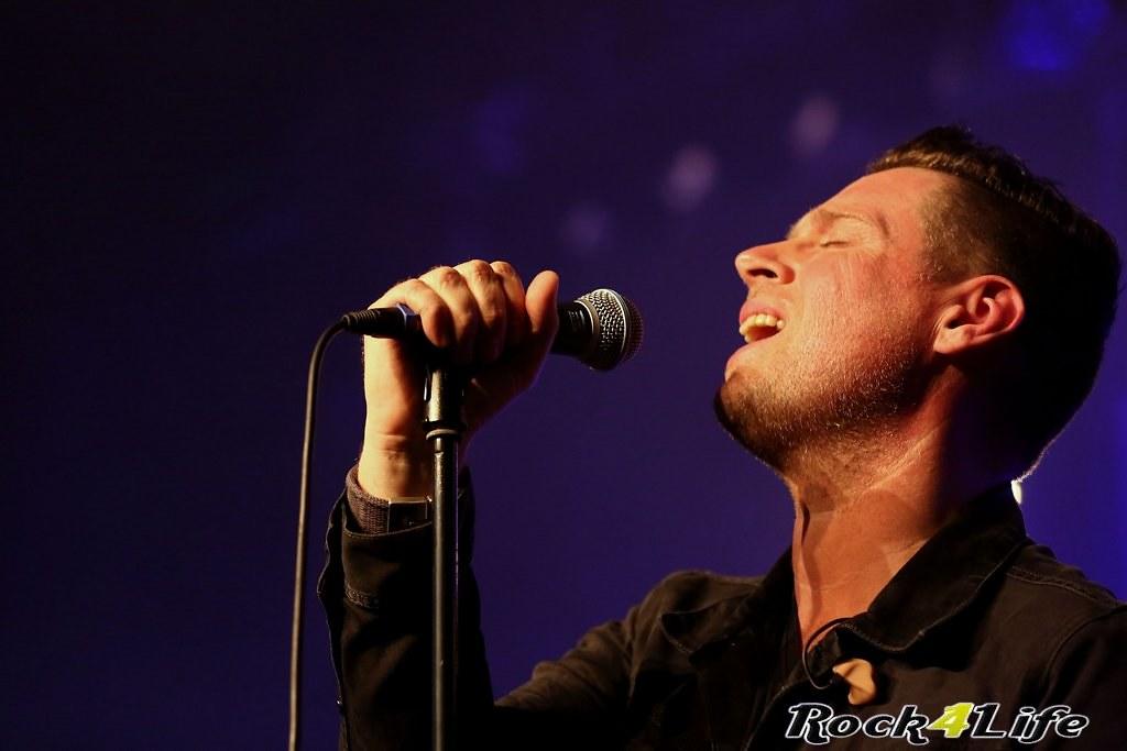Tribute Rocknight        08-02-2014          U2 & Anouk (9)