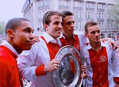 Nigel De Jong & Van Der Vaart & Wesley Sneijder (l3o_) Tags: galatasaray sar krmz red yellow football futbol nigel de jong van der vaart wesley sneijder
