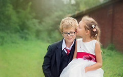 VBE_7528 copy (vanessabekaert) Tags: kids kiss bisous enfant extrieure outdoor portrait d610 nikon