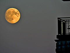 Super Moon Rise, Toronto, ON (Snuffy) Tags: supermoon moonrise toronto ontario canada
