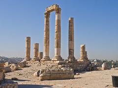 Säulen / Columns (schreibtnix on'n off) Tags: reisen travelling naherosten neareast الشرقالأوسطالأقصى jordanien الأردن jordan amman tor gate zitadelle citadel alt old ruine ruins säulen columns olympuse5 schreibtnix