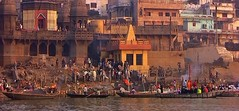 INDIEN, india, Varanasi (Benares) frhmorgends  entlang der Ghats , 14482/7436 (roba66) Tags: varanasibenares indien indiennord asien asia india inde northernindia urlaub reisen travel explore voyages visit tourism roba66 city capital stadt cityscape building architektur architecture arquitetura monument bau fassade faade platz places historie history historic historical geschichte benares varanasi ganges ganga ghat pilgerstadt pilger hindu hindui menschen people indianlife indianscene brauchtum tradition kultur culture indiansequence hinduismus