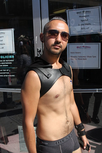 CUTE YOUNG HUNK ! FOLSOM STREET FAIR 2016 ! ( safe photo )