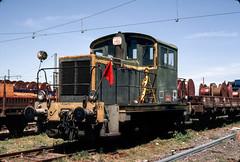Port-la-Nouvelle | FR-11 (Aude, Languedoc-Roussillon) | 27.07.1980 | SNCF-Y 6473 (Kurbelwelle) Tags: bahnen bahnenfrfrankreich diesel dieseltraktion eisenbahn europa frfrankreich frsncf lokomotive länder sncfy6000 portlanouvelle fr11audelanguedocroussillon fr