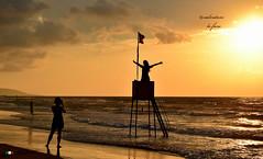 TRAMONTO DORATO ! (Salvatore Lo Faro) Tags: mare sole spiaggia onde risacca controluce libert tramonto torretta felicit fotografa lucedorata salvatore lofaro nikon 7200 rodi lidodelsole puglia italia italy natura nature