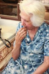E sabe o que ela nos pediu de presente de Natal?? Um batom vermelho! (fb.com/projetogirassolpoa) Tags: projetogirassol lardaamizade idosos cegos caridade gratidão voluntariado pedidosdenatal trabalhovoluntário