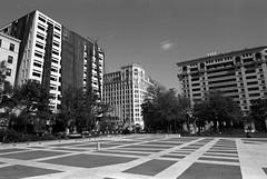 More Lincoln (.:Axle:.) Tags: washington districtofcolumbia washingtondc usa capital capitalcity nationalcapital urban city downtown federaltriangle nikon nikonf5 afsnikkor1424mm128g kodak kodakplusx5431 plusx 5431 asa125