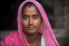 Inde: Rajasthan, jeune femme. (claude gourlay) Tags: inde india asie asia indedunord northindia claudegourlay retrato ritratti portrait people face jojawar rajasthan