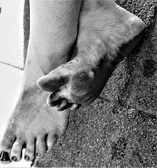 dirty feet in black and white 018 (dirtyfeet6811) Tags: feet soles barefoot dirtyfeet dirtysoles blacksoles