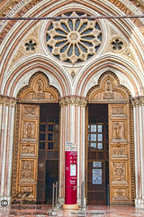 "assisi-italy-Basilica-di-San-Francesco-entrance-<br /><span style=""font-size:0.8em;"">Entrance to Basilica di San Francesco, Assisi</span> • <a style=""font-size:0.8em;"" href=""http://www.flickr.com/photos/18570447@N02/10006800436/"" target=""_blank"">View on Flickr</a>"