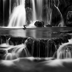 Frie aqueuse (photofabulation) Tags: longexposure bw france water waterfall rocks eau europa europe bs nb cascade rochers poselongue tuffs bigstopper