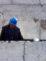 Anglų lietuvių žodynas. Žodis bricklayer reiškia mūrinikas lietuviškai.