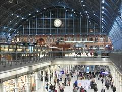 London - St Pancras railway station (IngolfBLN) Tags: uk greatbritain england london station unitedkingdom eisenbahn railway bahnhof bahn öpnv nationalrail searcys londonstpancras stpancrasinternational stpancrasrailwaystation stpc britischrail
