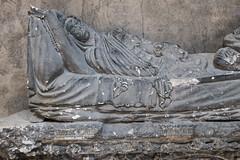 Collgiale Notre-Dame d'Aigueperse (Puy-de-Dme, France) (Denis Trente-Huittessan) Tags: mort repos tombe salet gisant poussire ternit reposternel