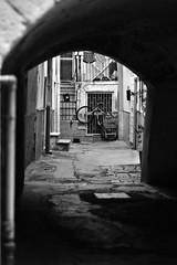 Scorci (Giovanna Franco Photography) Tags: street blackandwhite photostreet streetphotography photography photographer nikon nikond3200 50mm old apulia puglia sud italy monocromo bianco e nero viuzza biancoenero