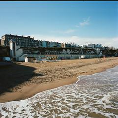 Watch the tide (Mad__Max) Tags: mamiya mamiya6 kodak portra400 england broadstairs