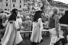 Roma - Ottobre 2016 (Maurizio Tattoni....) Tags: italy lazio roma suore suora persone bn bw blackandwhite biancoenero monocrome street leica mauriziotattoni