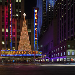 Radio City Music Hall (LG REALTY GROUP INC.) Tags: radiomusichall nyc newyorkcity lights citylights zeiss zeisslens sony sonyimages sonya7ii lgphotography miami streetphotography