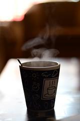 Caliente (Manutero) Tags: taza humo vapor caliente hot cuchara icono contraluz shadow sombra luz reflejo mesa