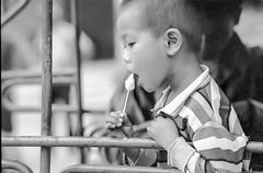 Laos : portraits #9 (foto_morgana) Tags: analogphotography analogefotografie asia blackwhitephotography child childhood icecream ilfordxp2 indochina jeugd jeune jeunesse jong juventud laos nikoncoolscan outdoor people photographienoiretblanc photographieanalogue portrait portret travelexperience vuescan young youth zwartwitfotografie
