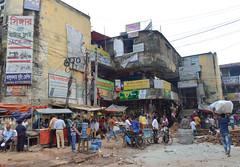 Gulshan 2 (Francisco Anzola) Tags: dhaka bangladesh gulshan mess chaos people shops stores cables