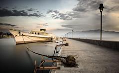 La Belle Epoque (Narzouko) Tags: longexposure light sunset cloud lake lamp canon switzerland boat suisse lumire lac lausanne le l 24 nuage bateau lman vector ouchy ch coucherdesoleil lampadaire vecteur tiltshift poselente canon5dmkii 5d2 nzk chainechain tse24lii narzouko