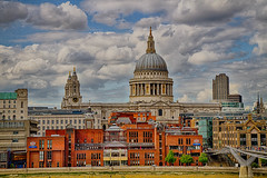 "St Pauls from The Tate Modern • <a style=""font-size:0.8em;"" href=""http://www.flickr.com/photos/53908815@N02/9550678206/"" target=""_blank"">View on Flickr</a>"