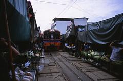 Train is Coming (Purple Field) Tags: street color film analog zeiss train 35mm thailand iso100 fuji market 28mm railway rangefinder contax carl g2 provia f28 市場 100f タイ biogon カラー 富士 rdpiii rdp3 銀塩 線路 ストリート maeklong フィルム レンジファインダー コンタックス アナログ プロビア ビオゴン stphotographia カール・ツァイス メークロン