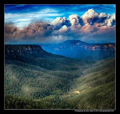Bushfire from Evans & Govetts, Blue Mountains, Fuji X100s 2326 (Gary Hayes) Tags: evans sydney australia bluemountains lookout leap bushfire govetts