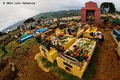 tumbas.jpg (Luis Valencia Aguilar) Tags: santiago flickr retrato guatemala cementerio tumbas indigenas tradiciones folcklore barriletes sacatepequez