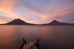 Rojos al amanecer (ChinoEstrada) Tags: sunset naturaleza lago agua cloudy guatemala amanecer belleza panajachel volcanes muelles rojos solola oltusfotos
