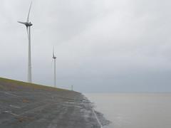 Windmolens in de Eemshaven (Jeroen Hillenga) Tags: netherlands windmill waddenzee day cloudy zee groningen dijk dike zeedijk windmolens eemshaven hogeland eemsmond