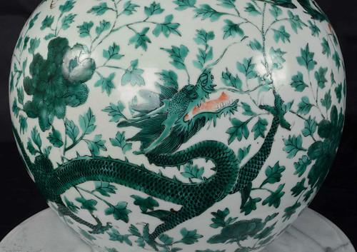 Qing dynasty green dragon vase