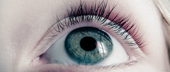 Là (Alexandre LAVIGNE) Tags: light eye window ojo photography photo pentax lumière oeil reflet ciel occhio léa ambiance øye 目 symboles louisengival pentaxmx1 format2351 format235