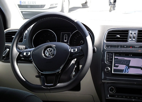 vw polo v 12 tsi 66 kw 90 ps fresh typ 6r 2014 cockpit interieur innenraum