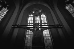 Sakral (Rauschverteilung Fotografie) Tags: church jesus cross sacral bw blackandwhite monochrome dark religion