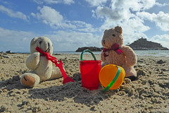 5Fri DT&Dee Sand Castle1 (g crawford) Tags: penzance cornwall marazion stmichaelsmount crawford sandbeach sandcastle dangerted ted teddy teddies dt dee bucket spade