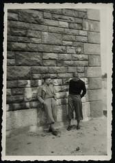 Archiv H510 Ausflug mit dem Radl nach Munster und Soltau, 1940er (Hans-Michael Tappen) Tags: archivhansmichaeltappen knickerbocker kleidung outfit brckenpfeiler schuhe shoes 1940er 1940s