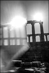 20161120-086 (sulamith.sallmann) Tags: antik antike attika blur building bw effect effekt filter folientechnik gebude gegenlicht greece griechenland kapsounio poseidontempel schwarzweis sonnenlicht sounio sw tempel temple unscharf grc sulamithsallmann