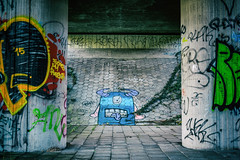 "Monster - Graffiti // Autumn in Amsterdam (Merlijn Hoek) Tags: graffiti scribbled scratchedpaintedillicitly scratched paintedillicitly wall public art artist paint verf spraypaint herfst autumn merlijnhoek merlijn hoek fotograaf fotografie photographer photography man autodidact amsterdammer nikon nikkor camera kamera full fullframe d810 nikond810 fullframedigitalslr digitalslr slr 35mmformat 36×24mm 35mm 36megapixel digitalsinglelensreflex kunst ""public art"" ""publieke kunst"" beeld beelden straat street straatfotografie streetphotography"