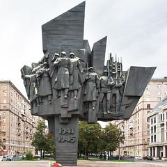 (ilConte) Tags: moscow mosca russia russian statue sculpture monument war greatpatrioticwar socialist socialism soviet modernism pamiatnik