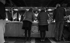 2016259 (ruggeroranzani_RR) Tags: analog blackandwhite 35mm film rolleirpx400 rolleisupergrain nikonf2photomic nikonnikkorncauto128f24mm people woman fishmarket rialto venice
